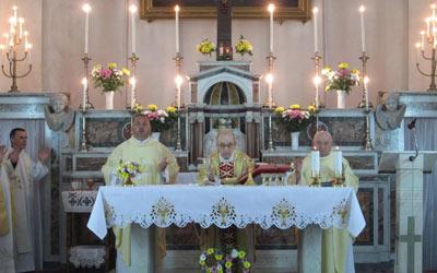 Pr. Eugen celebrează Sf. Liturghie la 90 de ani