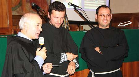 Fr. Emilia Dumea (partea dreaptă), împreună cu fr. Valentin maragno şi cu fr. Fabio Mazzini